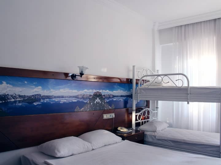 Family Room Bunk Bed - Semoris Hotel