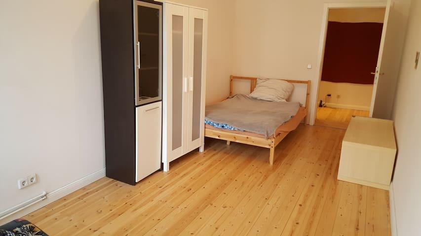 Lovely, bright, spacious room in Neukölln - Berlín - Byt