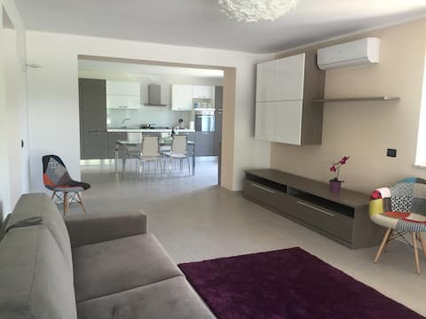 Peaceful spacious garden apartment, stunning views