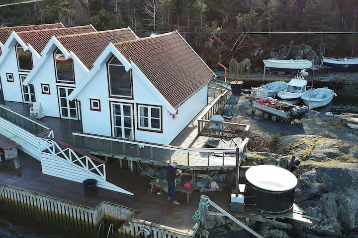 6 person holiday home in FOLDRØYHAMN