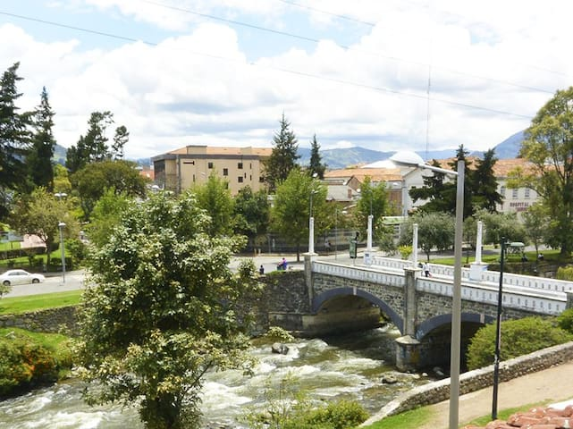 Private Double Room with river view in Cuenca - Conca