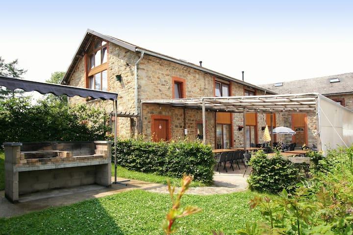 Ruim vakantiehuis in de Ardennen met bar