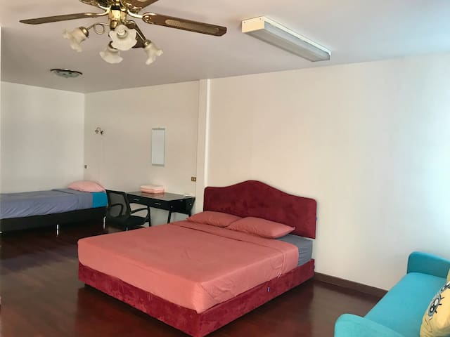 #Twin beds with balcony in Chatuchak district