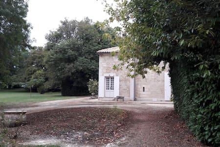 Chambre spacieuse avec vue sur parc - Jonzac