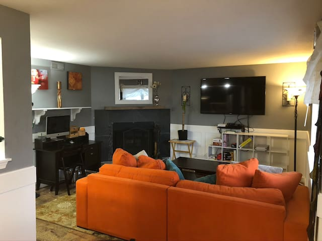 Convenient Apartment minutes from downtown