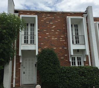 THE VILLA -10 MINUTES FROM FRENCH QUARTER - Metairie - Townhouse