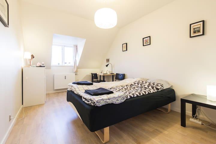 Modern, cozy penthouse room in the heart of Aarhus - Aarhus - Apartment