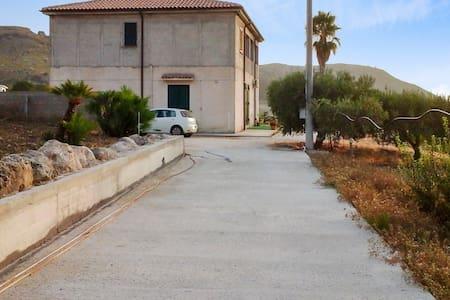 Wohnung - 2 km vom Strand entfernt - Montallegro