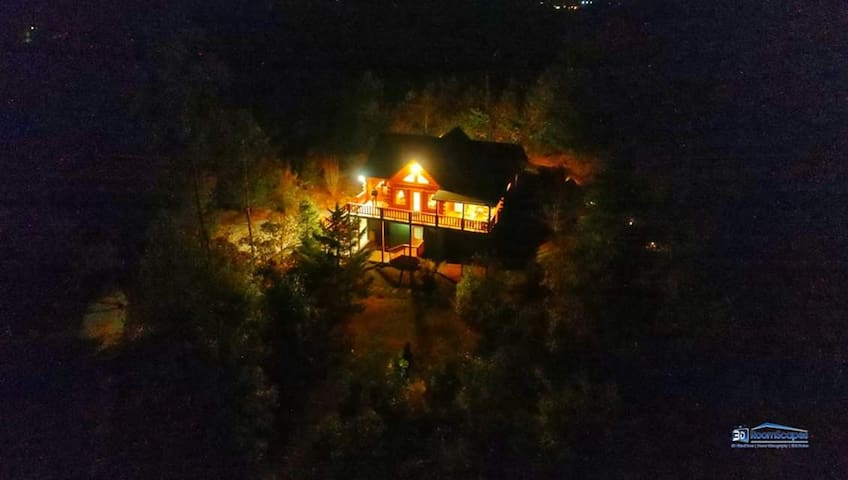 NEW LISTING! Cozy Mountain View Cabin on 6 Acres