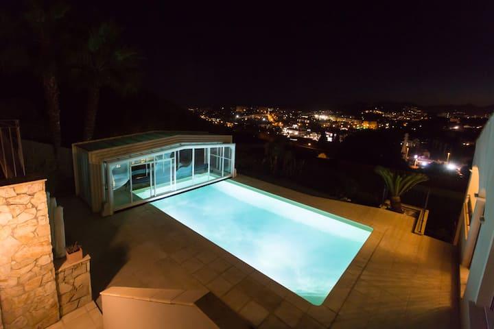 Suite 38 m2 dans B&B vue mer & Piscine chauffée