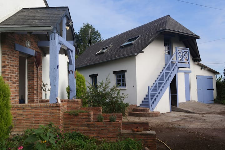 Grand gîte scindé en 2 parties indépendantes - Branville