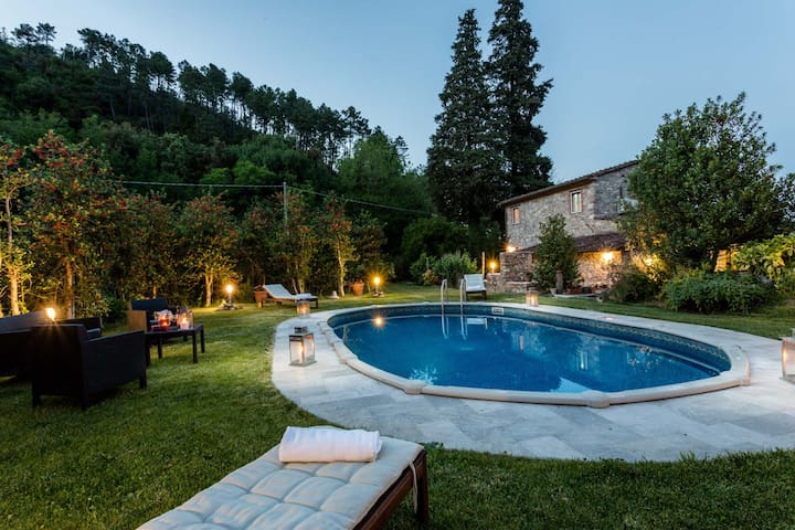 A secret sweet idyllic retreat for 2 couples with private pool & air conditionin