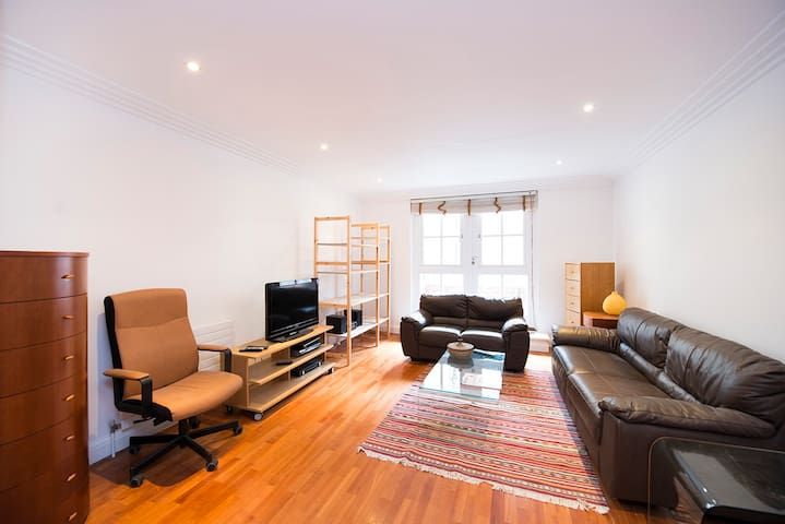 Cozy 2 bed flat in the heart of Covent Garden!