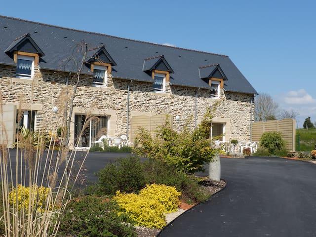 Gîte de caractère à 9km du Mont Saint Michel - Pontorson - Huis