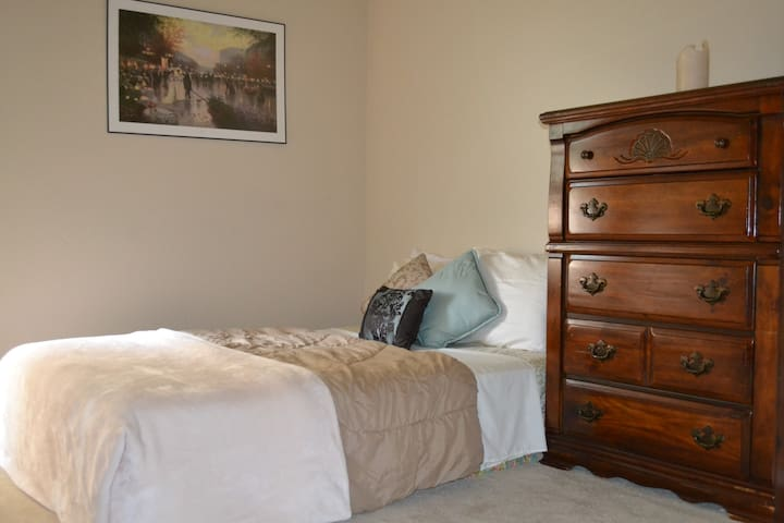 Cozy Room near Lackland/Medina Joint Base SA - San Antonio - House