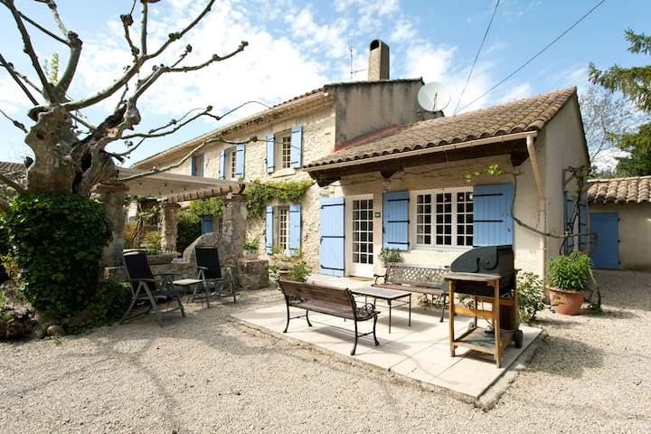 Mas Saint Antoine - 17C Renovated Rural Farmhouse - Rognonas