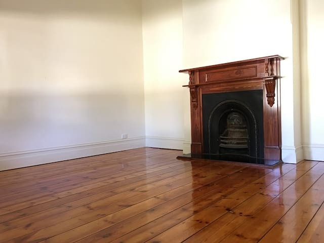 Big Room in Henley Beach Rd - Adelaide - Haus