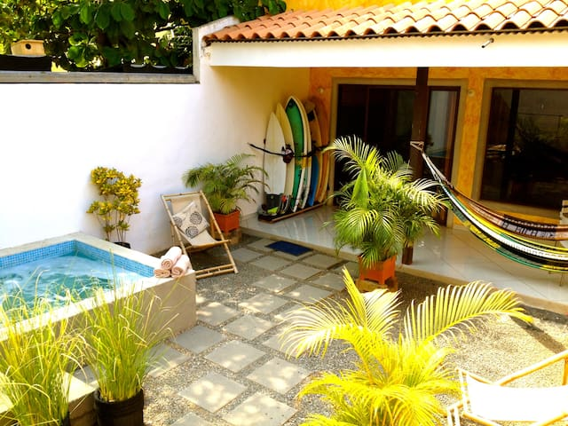 Private balcony room at Domus Kahuna Surf House - Tamarindo - Guesthouse