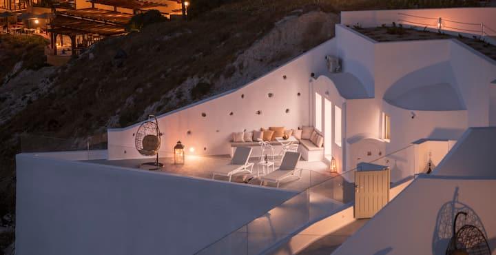 Venus Suite | Outdoor hot tub and caldera view