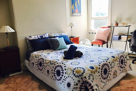Huge room near Central Station WIFI - Redfern - House
