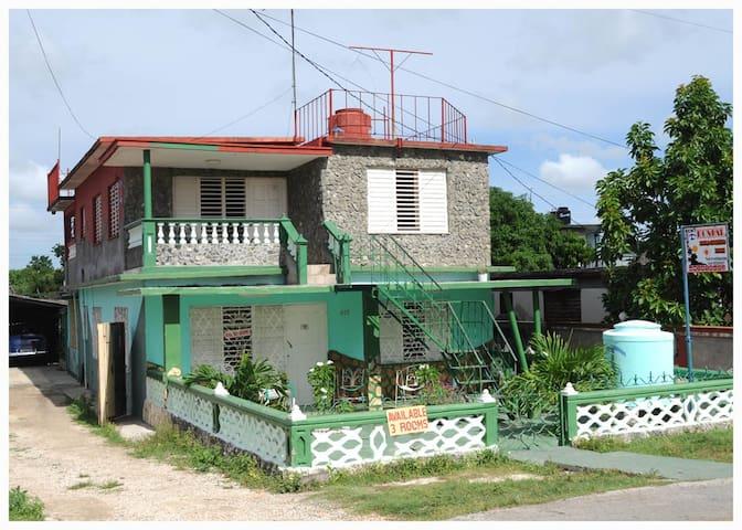 Hostal Zoila- Lorenzo - Zory  - Habitación -1 - Playa Giron - Huis