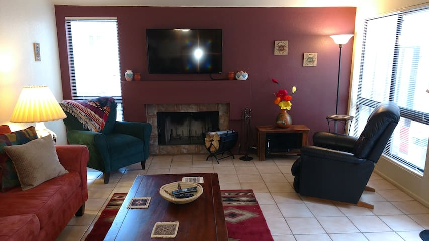 Large Two Bedroom, Fireplace, 2 King Beds, Pool