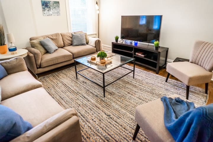 Stylish 4BR Condo Near EVERYTHING in St. Louis!
