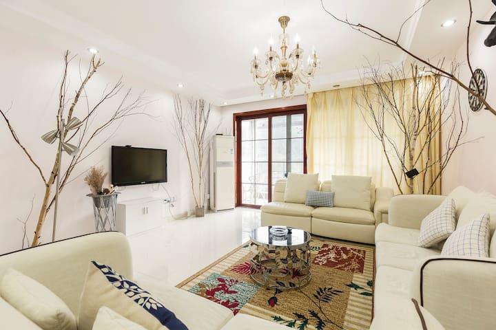 山景度假公寓三房两厅临近东部华侨城入口及大梅沙海滨公园
