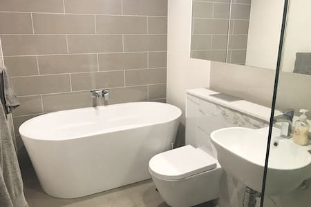 Large luxury private double room with ensuite - 滑铁卢 - 公寓