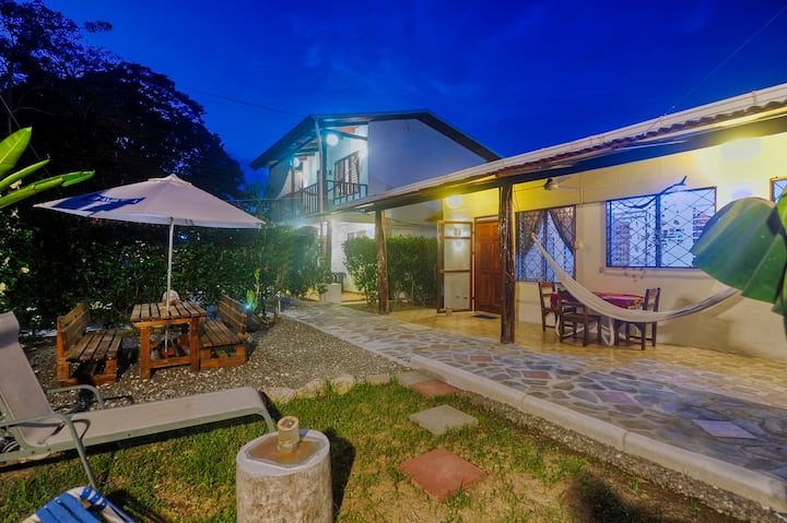 BuenaOnda The Cottage (Jaco Beach Best Location)
