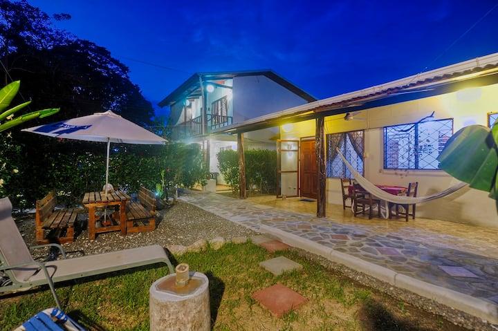 BuenaOnda The Cottage (Jaco Beach Best Location)