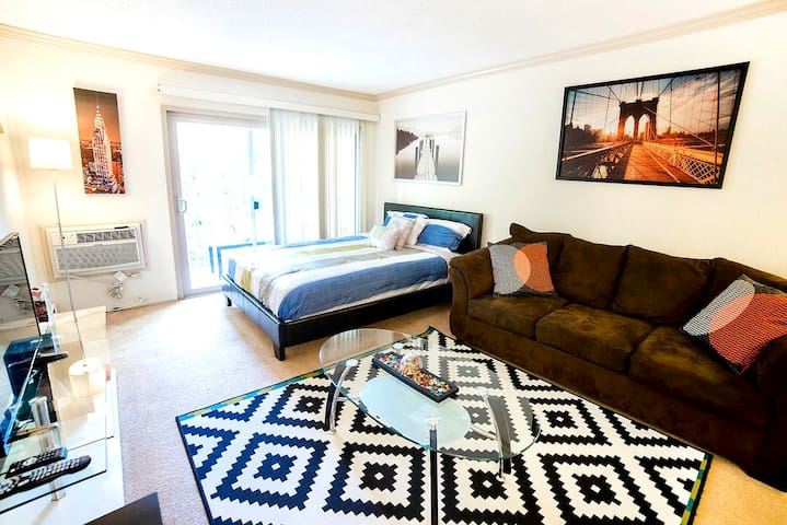 """Cozy & Neat Beach Apartment"""