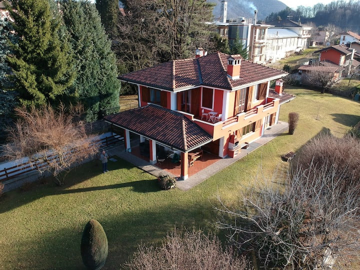 Villa with private garden near Orta