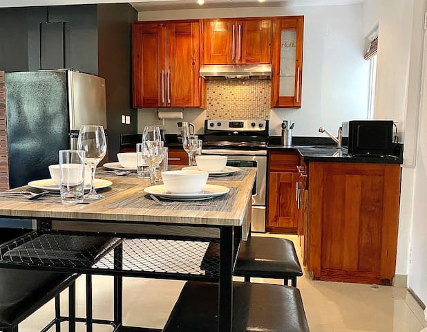 New! Modern Suite/Pool/Kitchen/Close to Everything