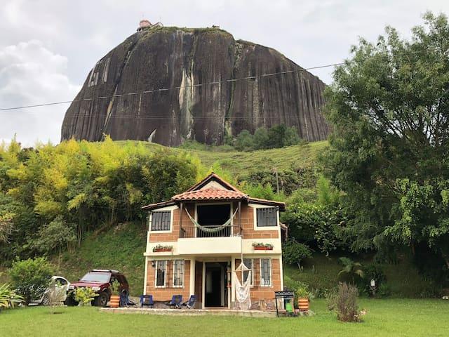 """Cabaña """"La Ceiba"""" en Guatapé, Represa y Piedra!"""