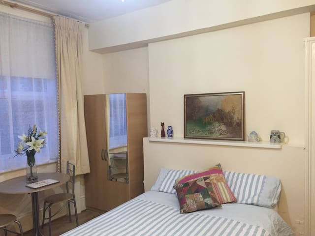 Comfy Studio Belsize Village nr Hampstead/Camden