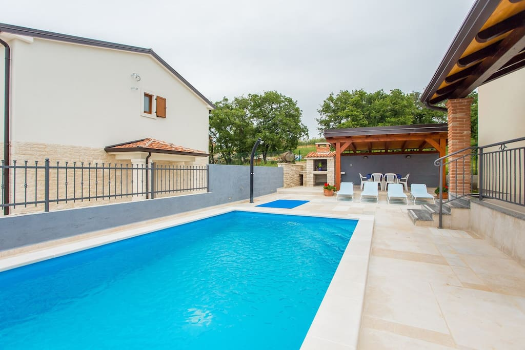 Villa Hope is a beautiful and modern villa with pool in village Kastelir in Istria.