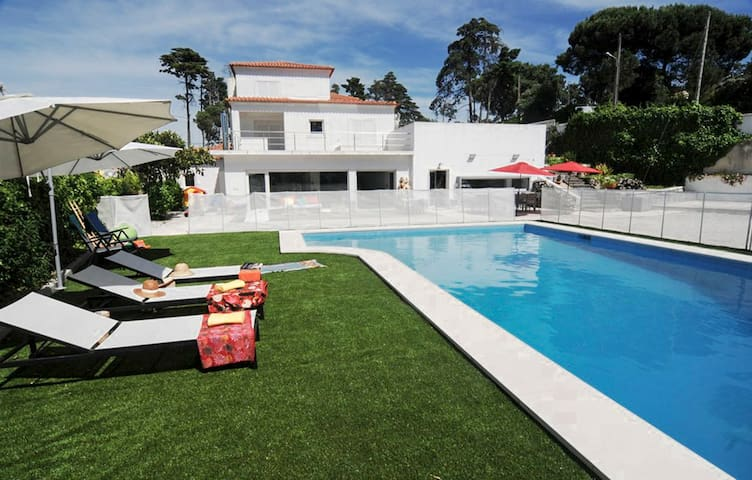 Villa with private pool and garden near Sesimbra