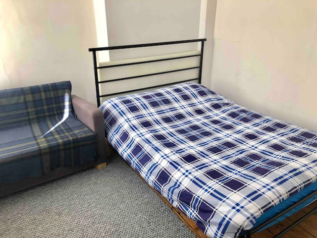 2D CLEAN AND CENTRAL DOUBLE BEROOM NEAR WATERLOO