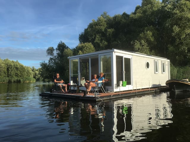 Aquahome - Zeearend. (Boat,Bed and Breakfast)