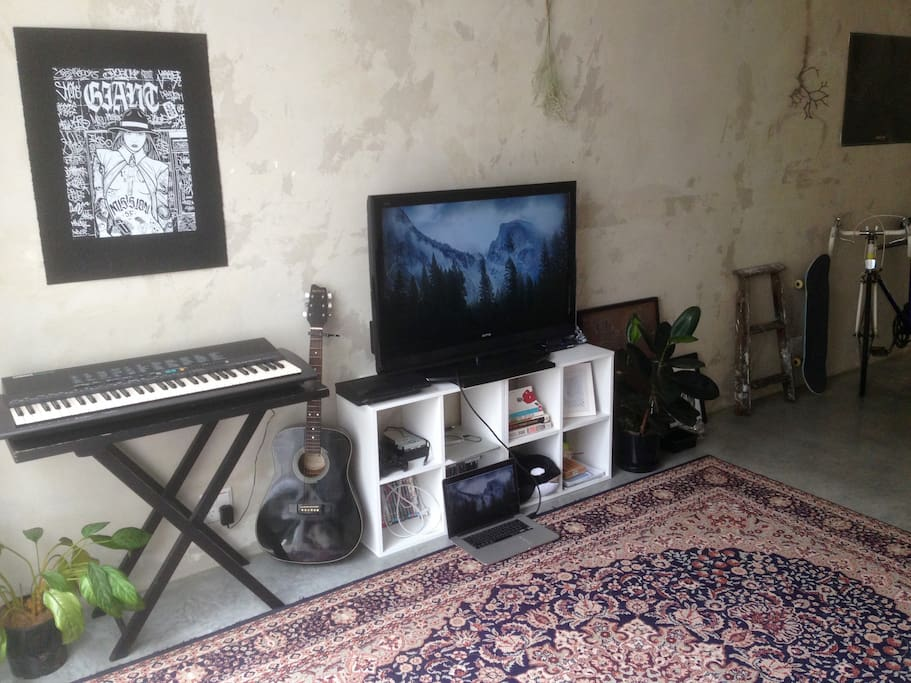 Media / Keyboard / Guitar & PS4. HDMI Cable to connect laptop to TV; or Apple TV & HDMI controller for easy access.