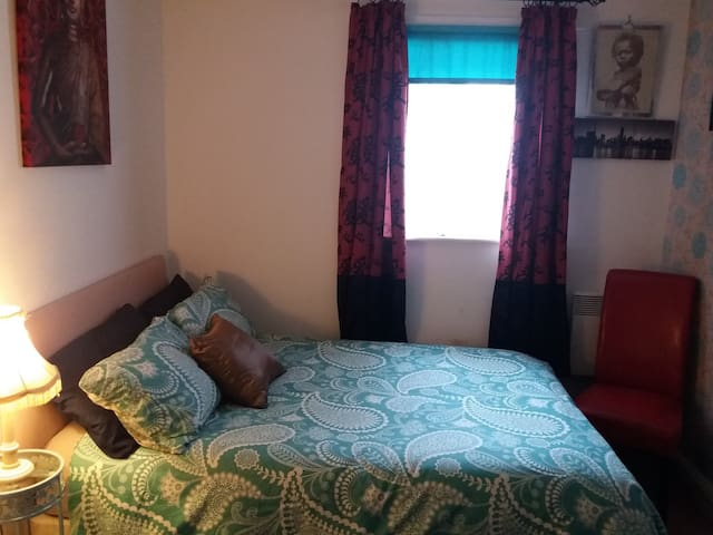 A comfortable Room + wifi in leafy Dulwich