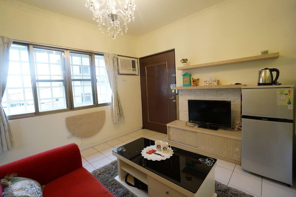 舒適的沙發,折疊餐桌,讓您擁有隨心所欲的放鬆空間