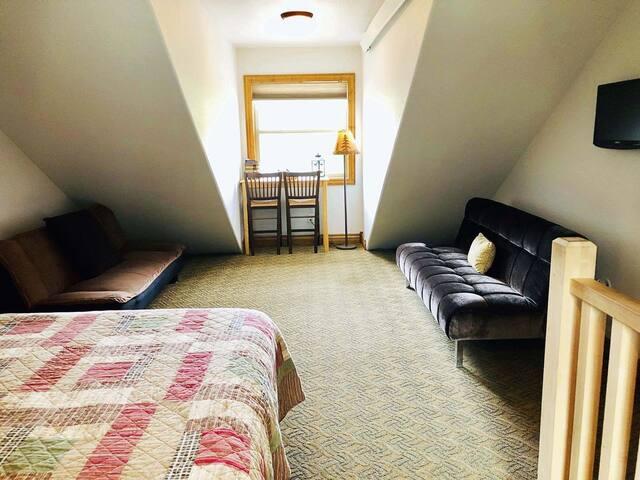 Open loft upstairs