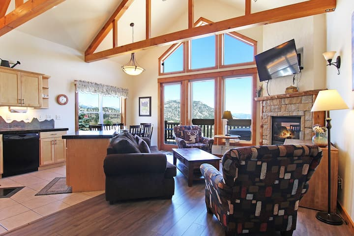 Mount Ida 34 - 2 Br condo with private hot tub, 2 fireplaces, Marys Lake an