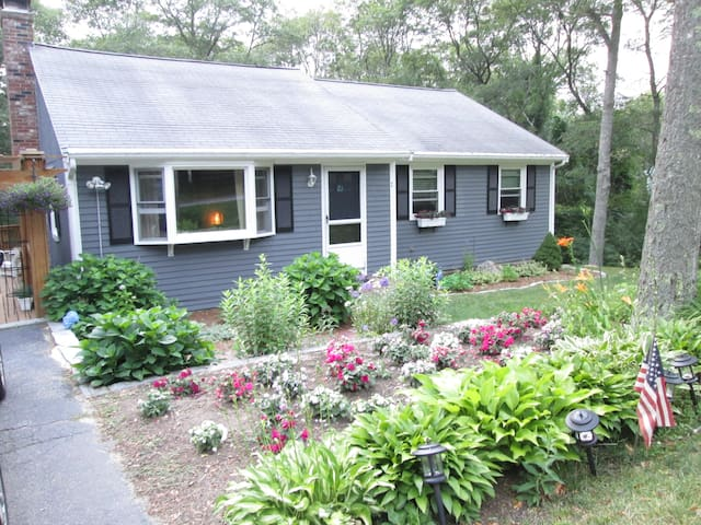 Entire 2BR apt 1.2 miles from Monument Beach - Bourne - Lejlighed