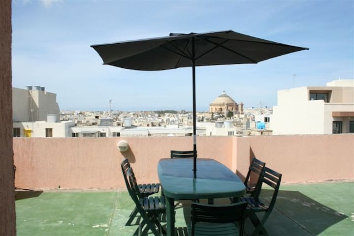 Spacious Apartment close to everything, - Mosta - Apartamento