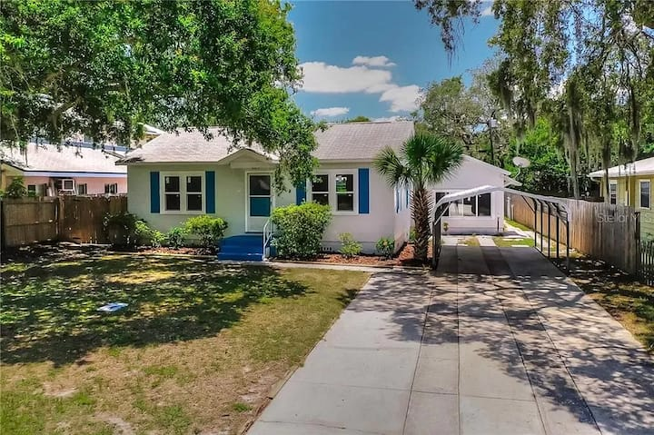 Entire home by the beaches & downtown Clearwater!