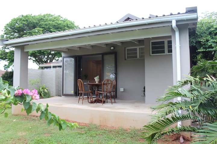 Private 1 Bedroom Garden cottage in Durban North - Durban North - Appartement