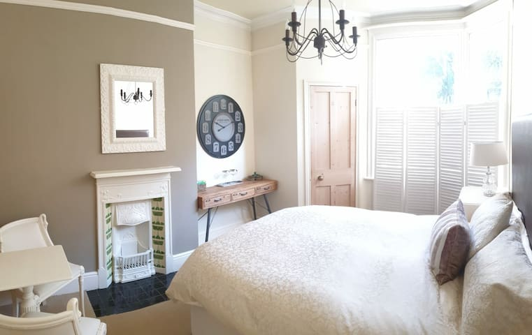 Ensuite Super Comfy with Breakfast & Free Parking